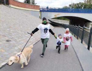 Rodzina biegaczy z psem WIld Run 2020, Wrocław